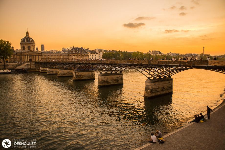 <strong>La Seine à Paris<span><br /><small><figcaption>Le Pont des Arts, la Seine et la Tour Eiffel - Photo : © Sebastien Desnoulez Photographe</figcaption><small><br /><b>voir en plein écran</b></span></strong><i>&rarr;</i>