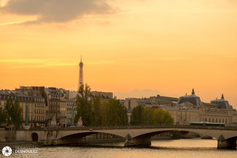 <strong>La Seine à Paris<span><br /><small><figcaption>Le Pont du Carrousel, la Seine et la Tour Eiffel au soleil couchant à Paris - Photo : ©Sebastien Desnoulez</figcaption><small><br /><b>voir en plein écran</b></span></strong><i>&rarr;</i>