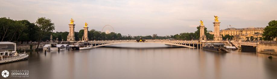 <strong>La Seine à Paris<span><br /><small><figcaption>La Seine en crue et le Pont Alexandre III photographiés depuis le pont des Invalides, juin 2016 - Photo : © Sebastien Desnoulez</figcaption><small><br /><b>voir en plein écran</b></span></strong><i>&rarr;</i>