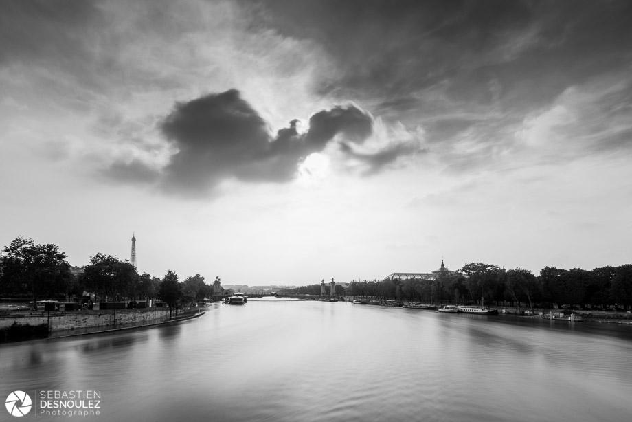 <strong>La Seine à Paris<span><br /><small><figcaption>La Seine en crue, photographiée depuis le pont de la Concorde, juin 2016 - Photo : © Sebastien Desnoulez</figcaption><small><br /><b>voir en plein écran</b></span></strong><i>&rarr;</i>