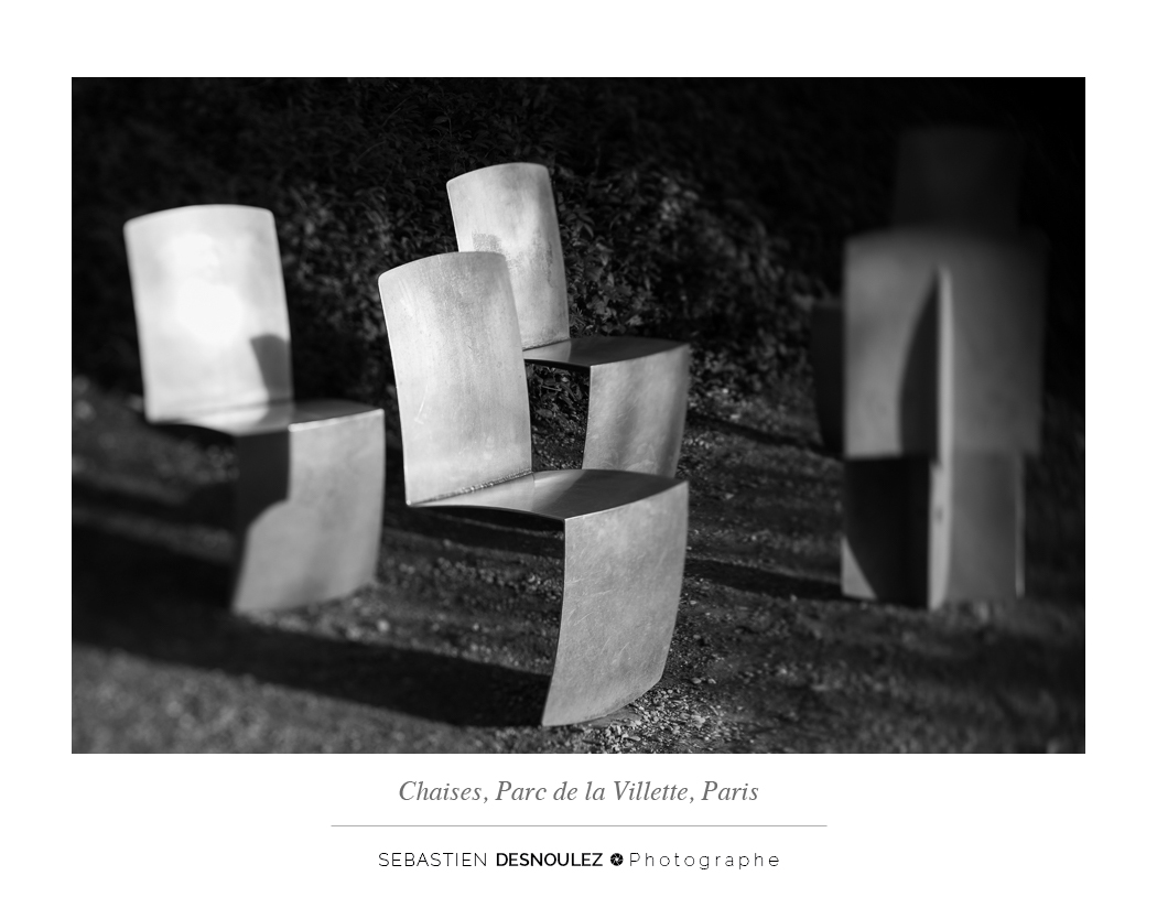 <strong>Galerie Photo Noir et Blanc<span><br /><small><figcaption>Chaises en aluminium, Parc De La Villette, Paris - Photo : Sebastien Desnoulez</figcaption><small><br /><b>voir en plein écran</b></span></strong><i>&rarr;</i>