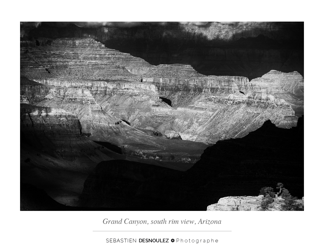 <strong>Galerie Photo Noir et Blanc<span><br /><small><figcaption>Le Grand Canyon depuis la rive sud - The Grand Canyon, south rim view, Arizona, USA - Photo : © Sebastien Desnoulez</figcaption><small><br /><b>voir en plein écran</b></span></strong><i>&rarr;</i>
