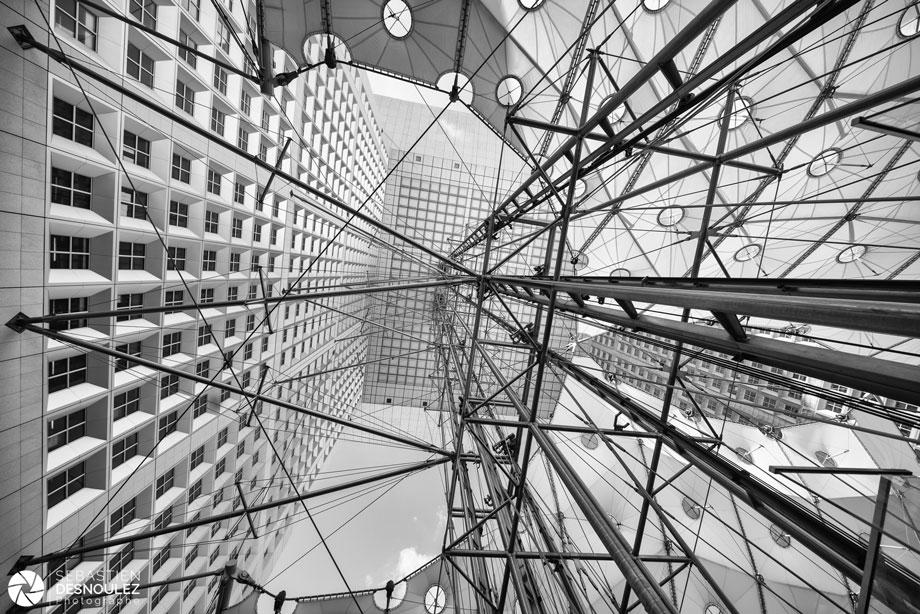 <strong>Photographe d'architecture à Paris<span><br /><small><figcaption>Ascenseurs de la Grande Arche de la Défense - Photo architecture : © Sebastien Desnoulez photographe</figcaption><small><br /><b>voir en plein écran</b></span></strong><i>→</i>