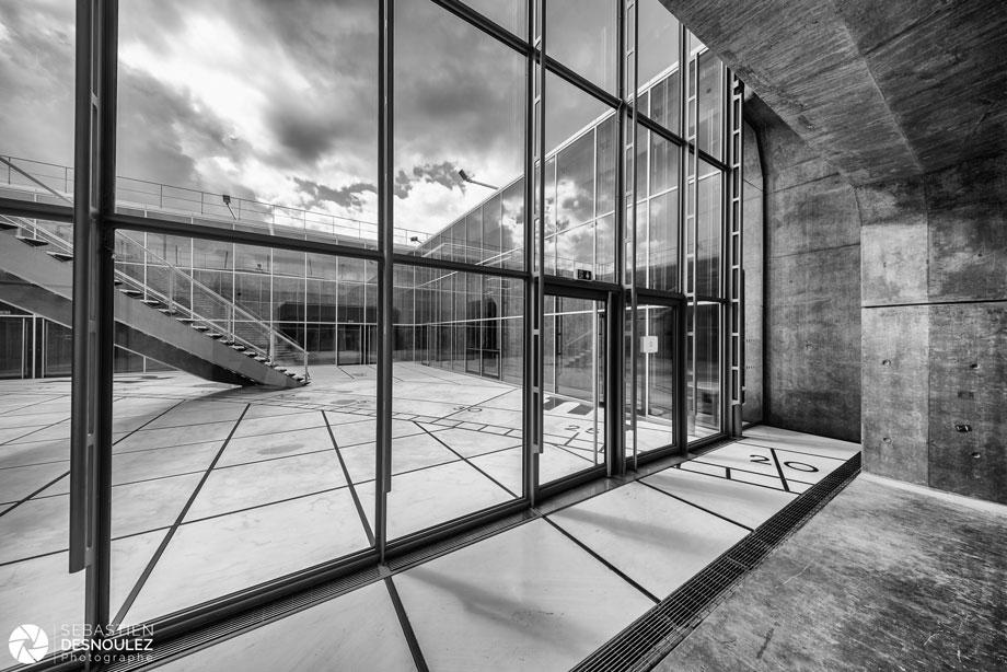 <strong>Photographe d'architecture à Paris<span><br /><small><figcaption>Photographe architecture à Paris : Sebastien Desnoulez Toit de la Grande Arche de la Defense</figcaption><small><br /><b>voir en plein écran</b></span></strong><i>→</i>