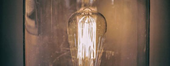 Luminaire globe avec ampoule Edison - Création et photo : © Sebastien Desnoulez photographe de décoration