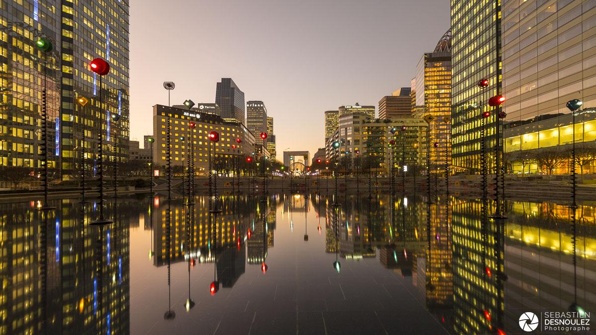 Bassin Takis de La Défense au coucher du soleil