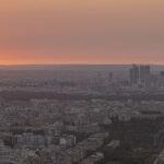 Coucher de soleil sur la tour Eiffel et la Defense Paris - Photo : © Sebastien Desnoulez photographe d'ambiances et d'architecture
