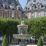 Fontaine de la Place des Vosges au printemps - Photo : © Sebastien Desnoulez photographe d'ambiances et d'architecture