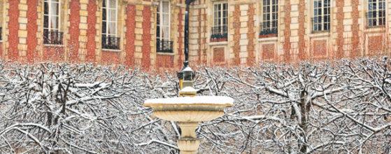 Fontaine de la Place des Vosges sous la neige - Photo : © Sebastien Desnoulez photographe d'ambiances et d'architecture