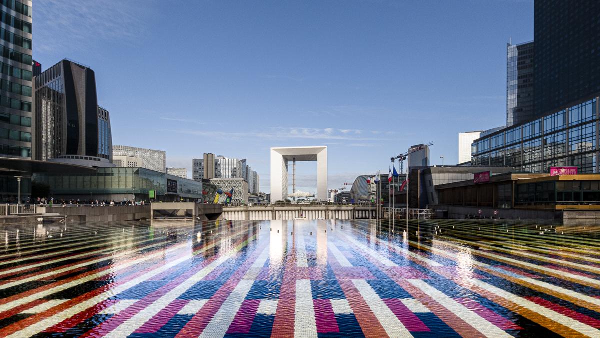 Fontaine Monumentale d'Agam et la Grande Arche de La Défense