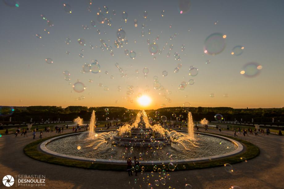 Fontaines du château de Versailles au soleil couchant