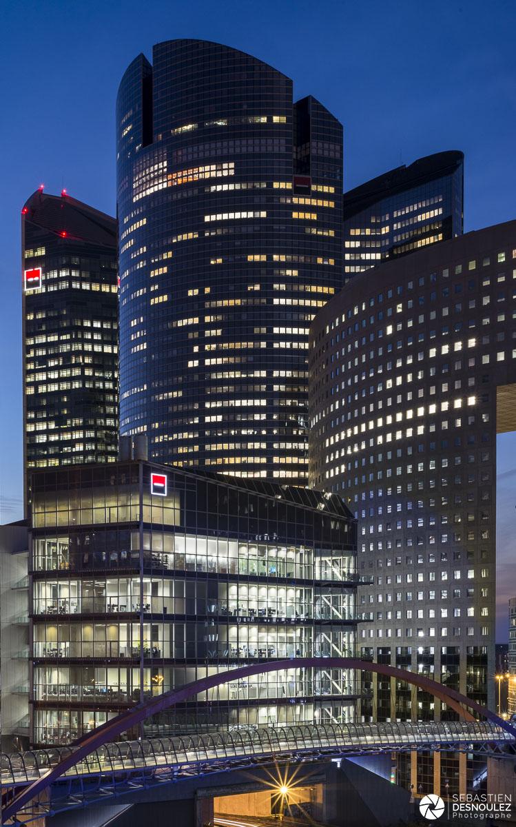 Japan Bridge, tours Société Générale et Pacific à la tombée de la nuit, La Défense