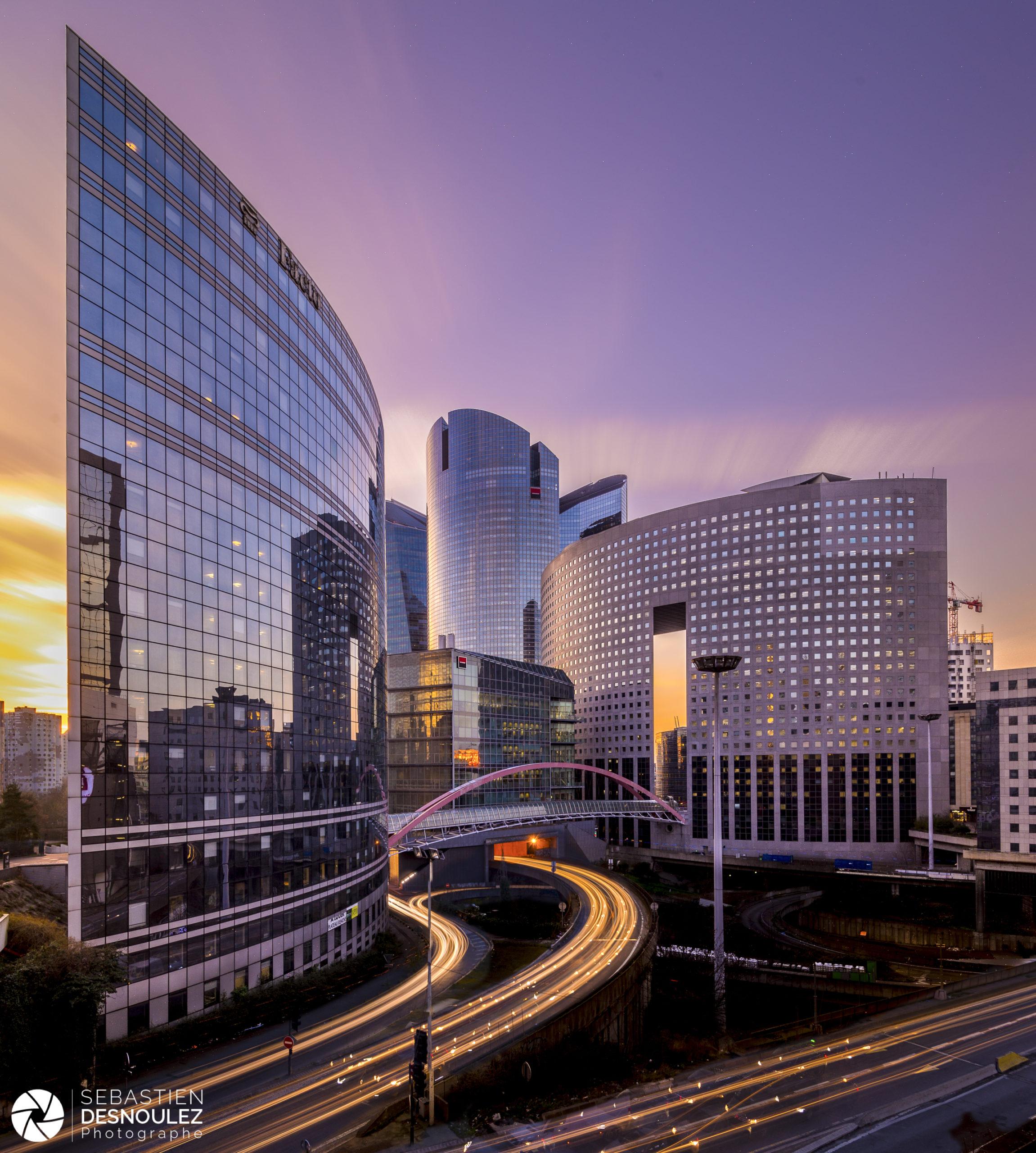 Japan Bridge, tours Kupka, Société Générale et Pacific au coucher du soleil, La Défense