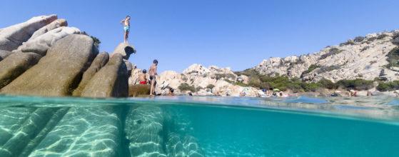 Jeunes plongeurs Cala Napoletana Isola Caprera Sardaigne - Photo : © Sebastien Desnoulez photographe d'ambiances et de paysage