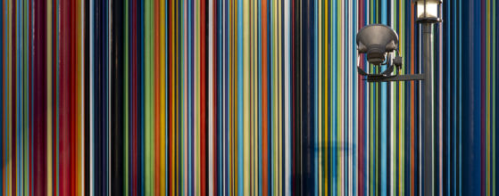 Superbe lumière sur la sculpture de Moretti due à la réflexion du soleil sur les tours de La Défense - Photo : © Sebastien Desnoulez photographe d'ambiances et d'architecture