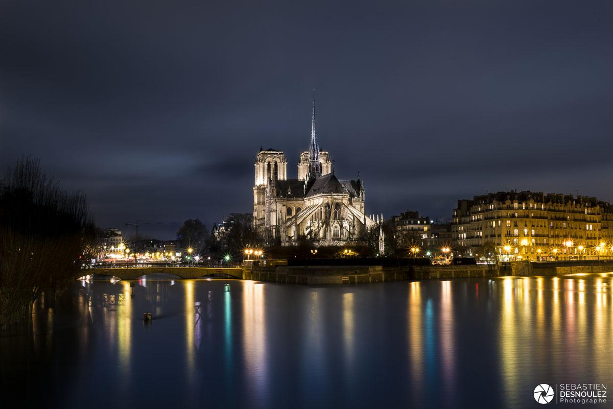 Notre-Dame de Paris et la Seine en crue