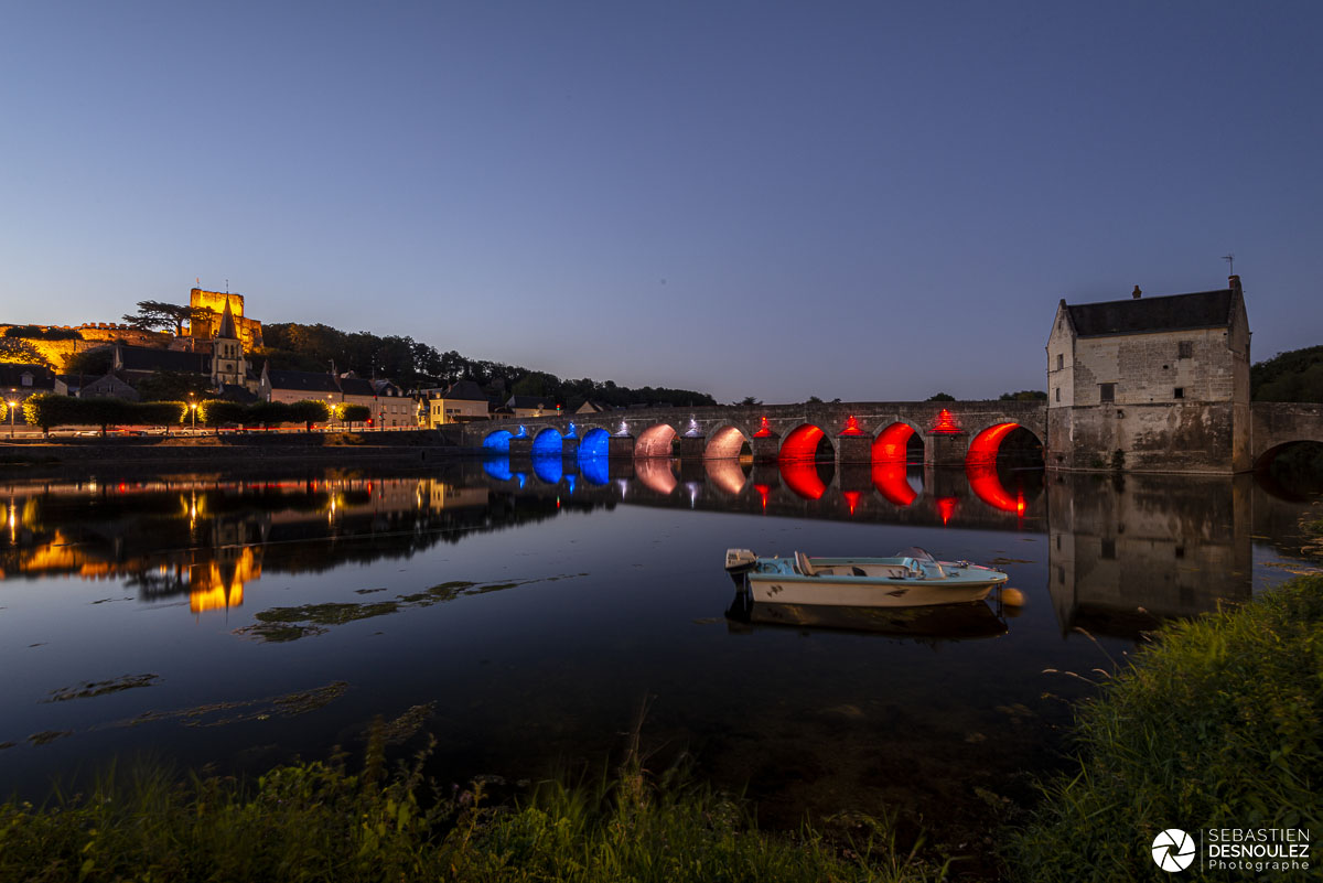 Donjon et pont de Montrichard illuminés