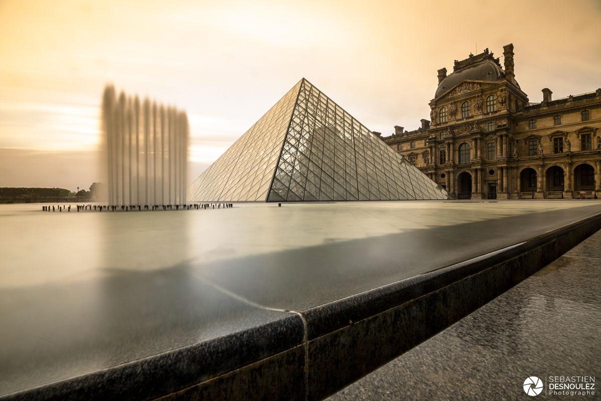 Pyramide et musée du Louvre