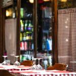 Tables de bistrot Paris - Photo : © Sebastien Desnoulez photographe d'ambiances et d'architecture
